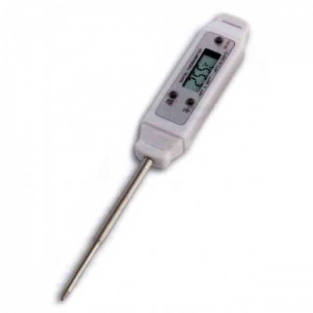 Pocket digital thermometer with pointed probe